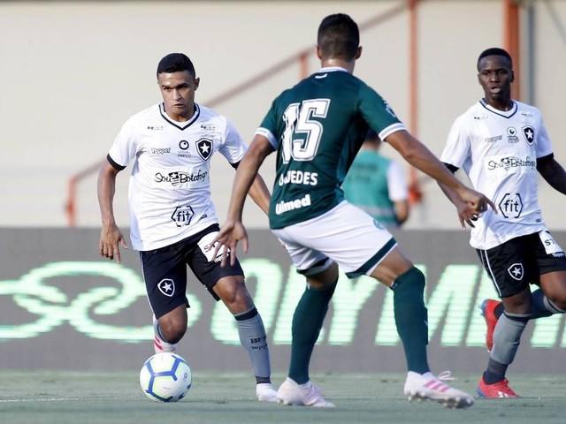Botafogo perde o embalo no Brasileirão com derrota para o Goiás