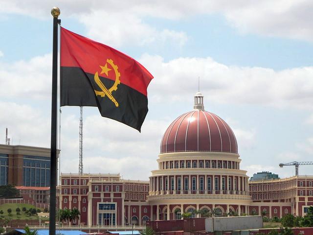 Ministro angolano classifica corrupção como cancro que lesou país em 2,3 mil milhões euros