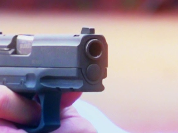 Soldado da PM mata a tiros jovem de 21 anos após discussão em Carnaval de Aracati