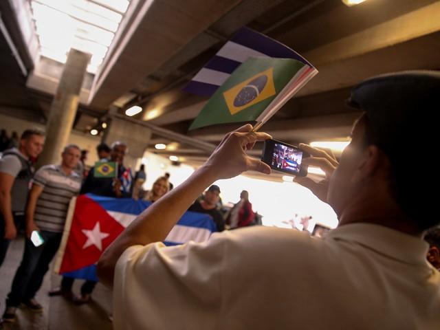 Programa criado por Dilma   Governo quer mudar nome do Mais Médicos para Médicos pelo Brasil