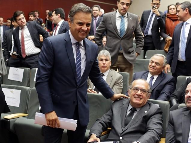 Gilmar Mendes e Aécio Neves batem papo no WhatsApp