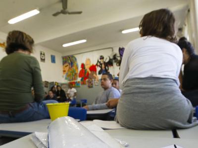 Ensino médio perde alunos e acumula 1,5 milhão de jovens fora da escola