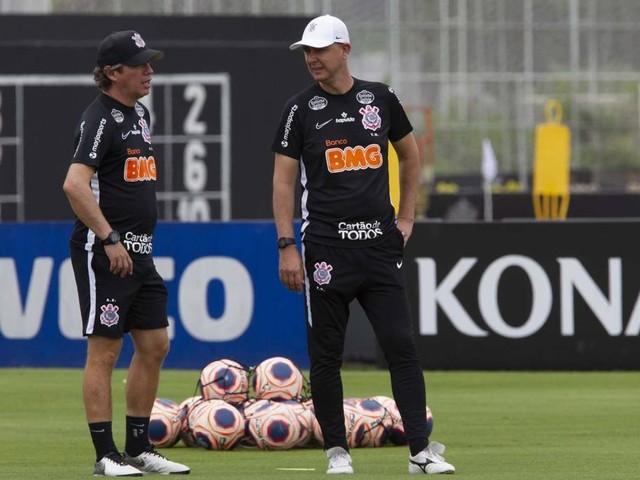Comissão técnica do Corinthians explica treinamentos em dia de jogo