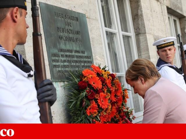 Em homenagem aos autores do atentado contra Hitler, Merkel apela à luta contra a extrema-direita