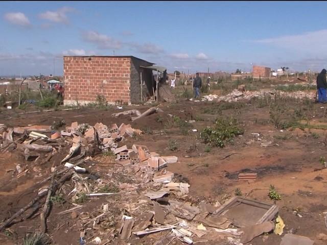 Após desapropriação, famílias retornam a terreno na BA; audiência é realizada para discutir impasse