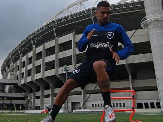 Botafogo rescinde contrato com Biro Biro, reforço que não jogou pelo clube