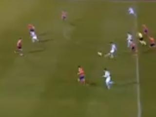 Time que levou golaço de Ronaldo marca lindo gol do meio da rua