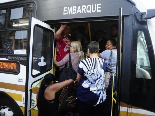 VÍDEO: Passageiros enfrentam superlotação na linha T9, em Porto Alegre