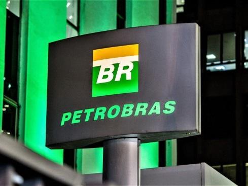 Petrobras manda embora todos os diretores indicados no governo do PT