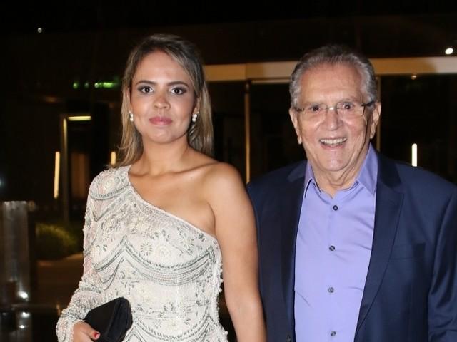 Após negar ajuda de Rodrigo Faro, Carlos Alberto de Nóbrega decide como será sua festa de casamento
