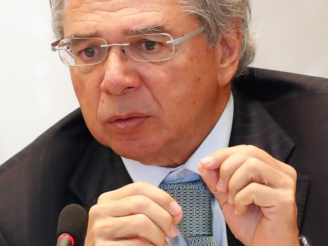 """Guedes apoia ideia de """"passaporte da imunidade"""" para quando houver reabertura da economia"""