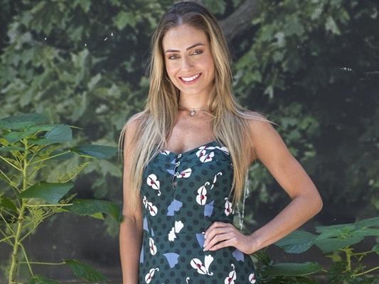 """Vencedora do BBB19, Paula enfrenta desafios da fama e dispara: """"Não param de bater na porta da minha casa"""""""