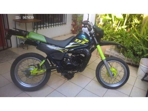 Yamaha DT 125 cc, año 2000.