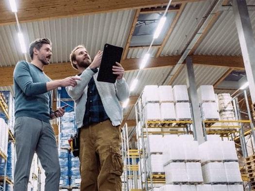 Sistema que controla luzes por aplicativo em empresas chega ao Brasil