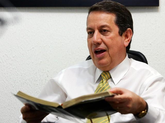 Justiça Federal de SP suspende concessão de passaporte diplomático ao pastor R.R. Soares e à sua esposa