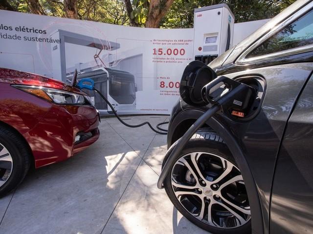 O quanto roda, onde recarregar, custo... como é o dia-dia com carros elétricos