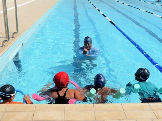 Arena Aquática disponibiliza 420 vagas para aulas gratuitas de natação
