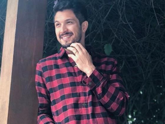 Romulo Estrela volta a mexer no visual e se prepara para viver outro personagem na TV