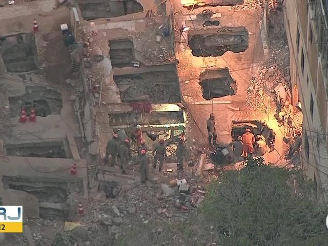 Bombeiros resgatam a última vítima desaparecida nos escombros de desabamento na Muzema