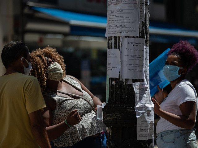 Coronavírus no Brasil   Mais pobres nas metrópoles perdem 32% da renda na pandemia, e ricos, 3%