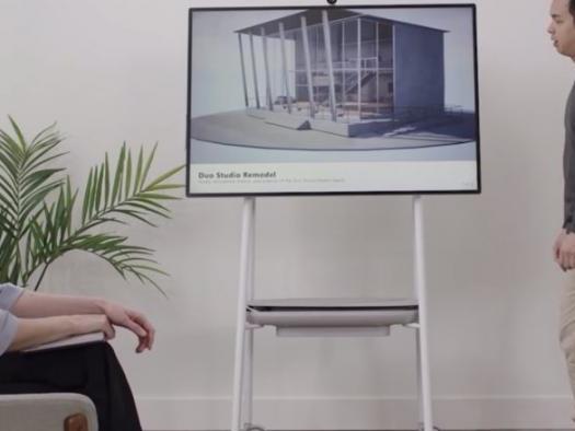 """Microsoft apresenta o Surface Hub 2, um enorme computador com """"rodinhas"""""""