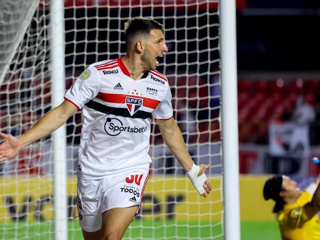 São Paulo bate o Corinthians, descola do Z4 e mantém tabu no Morumbi