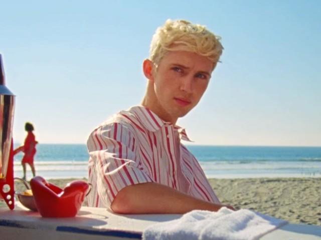 """Troye Sivan tá de olho no seu muso do verão em """"Lucky Strike"""""""