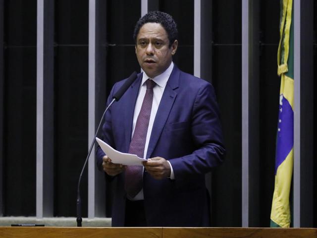 Vai coordenar debate na Câmara | Senado falhou ao não prever punição a quem financia fake news, diz deputado