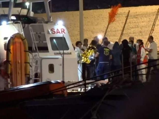 Italia autoriza desembarque de 27 crianças de navio humanitário