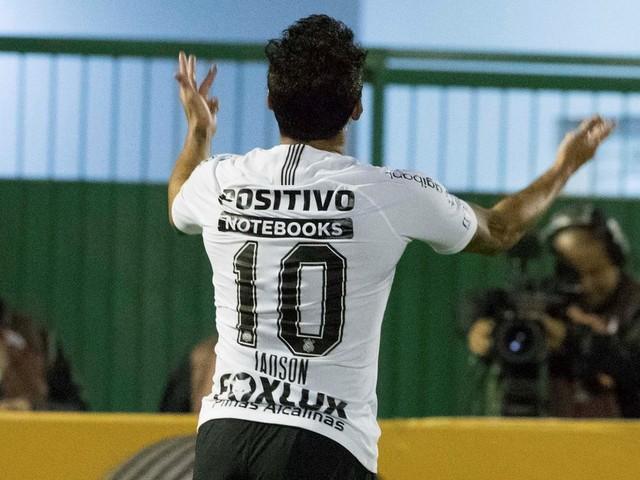 """Jadson destaca vibração e diz que Corinthians """"soube jogar"""" mata-mata"""