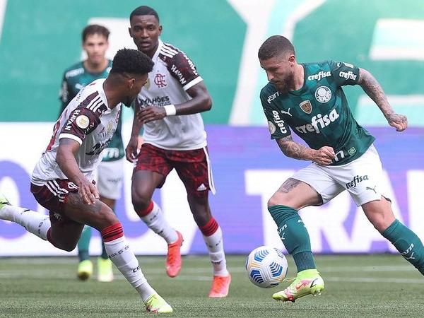 Zé Rafael, do Palmeiras, é denunciado no STJD por expulsão contra o Flamengo
