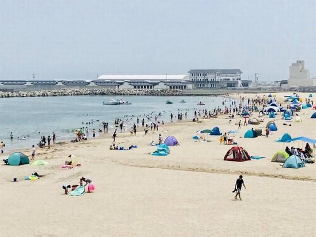 Japão reabre três praias devastadas pelo tsunami de 2011