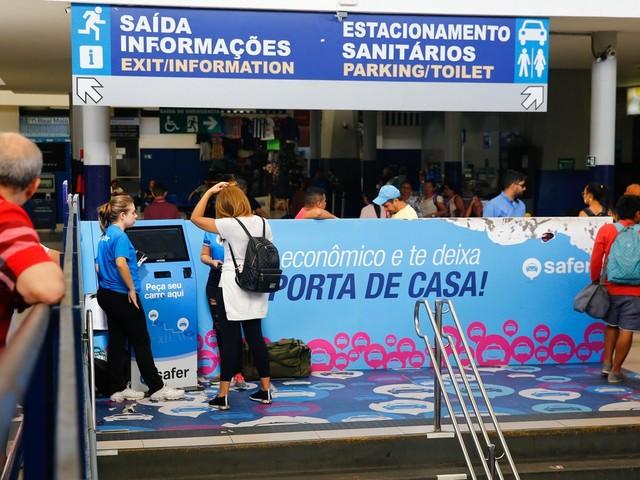 Taxistas reclamam de quiosque de aplicativo de transporte instalado na rodoviária de Fortaleza