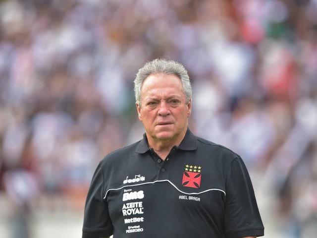 Abel discorda de que poderia ter colocado outro time na derrota para o Flamengo