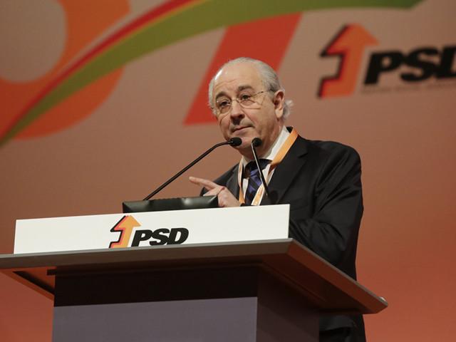 Presidente do PSD admite propor revisão constitucional