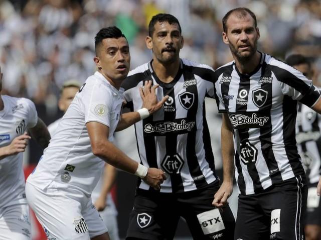 Com um expulso para cada lado, Marinho decide com golaço e Santos vence o Botafogo