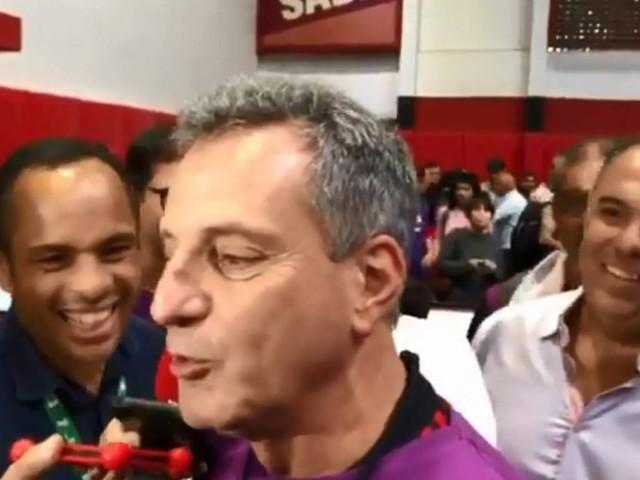 Bandeira se despede de Landim e se coloca à disposição para transição do Flamengo