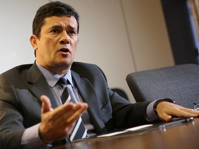 Seria 'humilhação' | PF acredita que Moro deixa ministério se Bolsonaro demitir o diretor-geral
