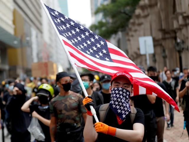Manifestantes desafiam autoridades e voltam às ruas em Hong Kong