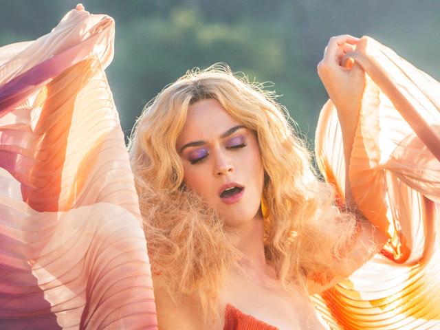"Katy Perry anuncia o single ""Small Talk"", co-produzido por Charlie Puth"