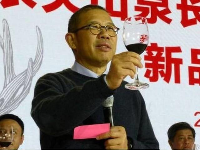 Quem é Zhong Shanshan, o 'lobo solitário' que se tornou a pessoa mais rica da China com seu negócio de água engarrafada