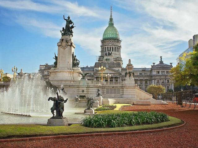 Só hoje! Voos para Buenos Aires + Montevidéu ou Santiago na mesma viagem a partir de R$ 808 saindo de São Paulo e mais cidades!