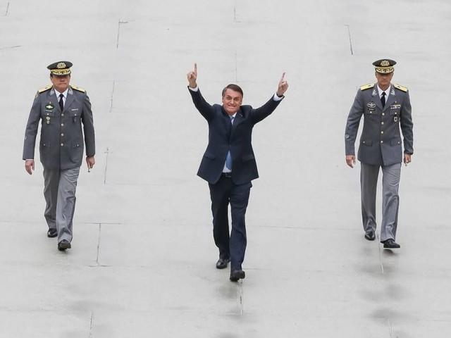 Bolsonaro diz que vai propor impeachment de Barroso e Moraes