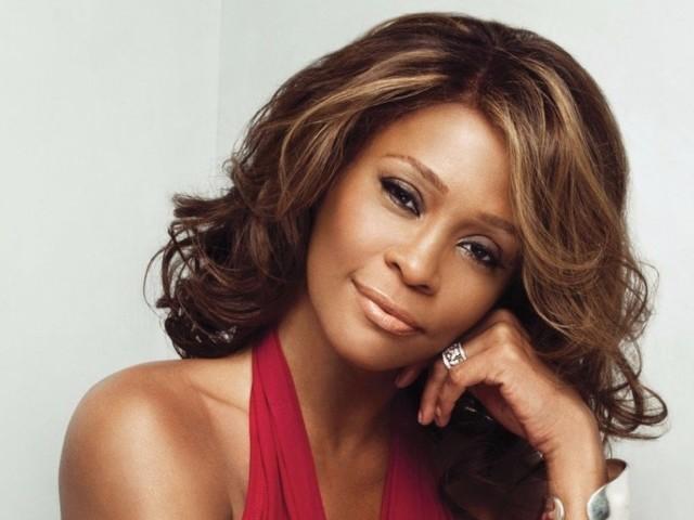 Whitney Houston terá turnê com holograma, disco inédito e musical com acordo milionário
