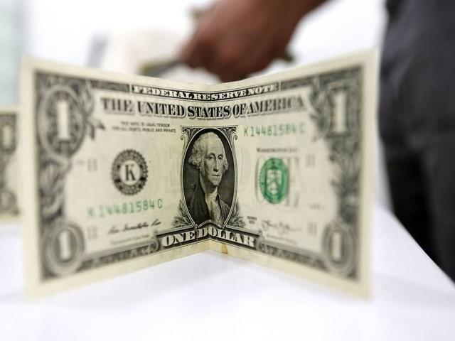 Dólar é negociado abaixo de R$ 3,85 no último pregão antes das eleições