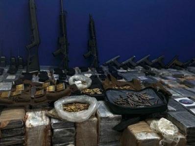 Operação em PE prende PMs | Grupo foi detido com fuzis, pistolas e 1,5 tonelada de cocaína