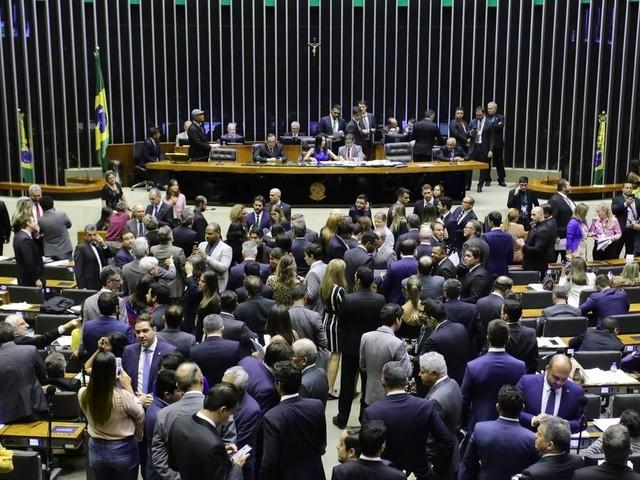 Ao aprovar PEC, Câmara impõe que governo melhore articulação