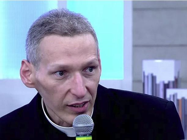 Mesmo fazendo sucesso, Padre Marcelo Rossi muda de horário na rádio
