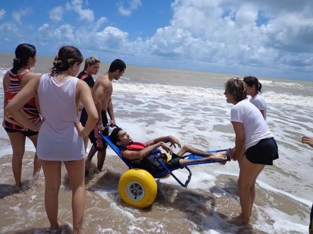 Moradoras de bairro nobre querem proibir deficientes de irem à praia