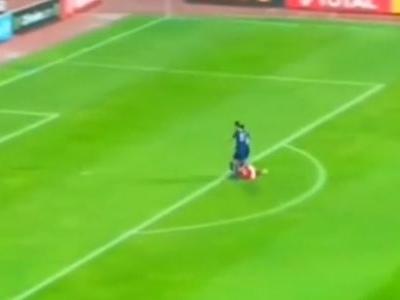 Gol contra mais bizarro do domingo aconteceu na África